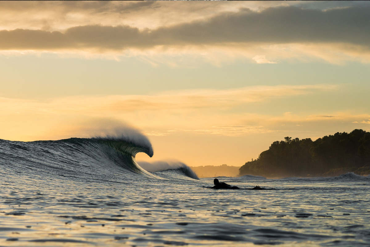 Surf wave and sunset at night in NZ. photography Rambo Estrada.